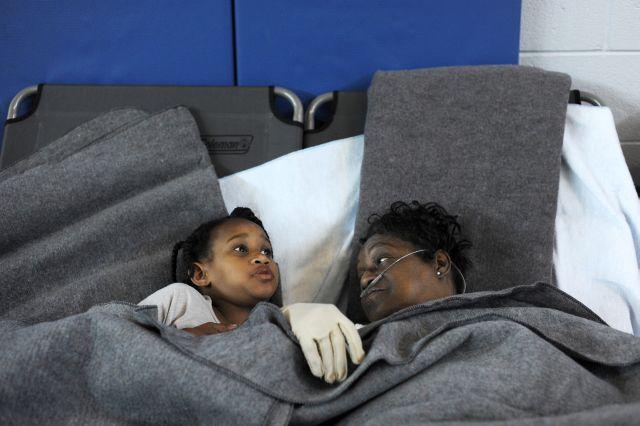 Van 17 muertos y más de 500 mil siguen a oscuras en EEUU
