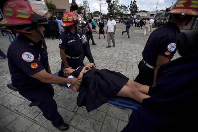 Dos ministros  heridos  en disturbios en Guatemala