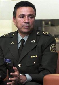 Se entrega Santoyo, exjefe de seguridad de Uribe
