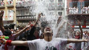Crisis en España no afecta festividad de San Fermín (Video y fotos)