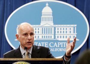 Activistas elogian nueva regulación migratoria de California