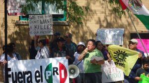 Mexicanos en Chicago gritan 'no' a Peña Nieto