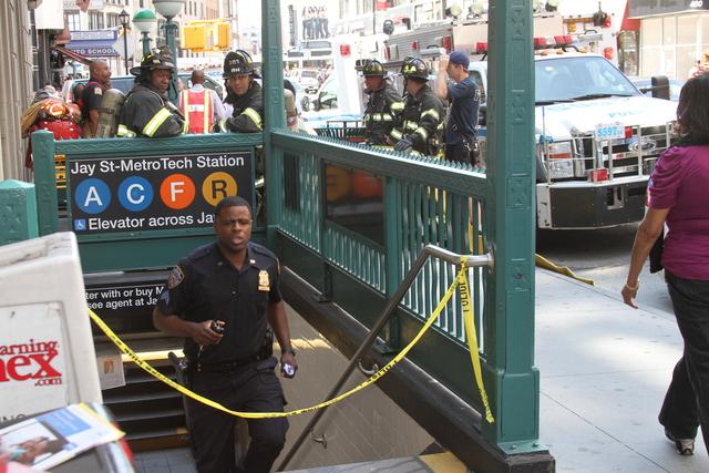 Paquete sospechoso causa pánico en Brooklyn