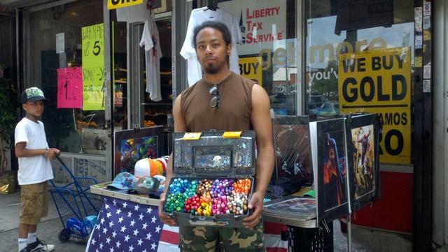 Hispanos se las ingenian para ganar dinero en NY