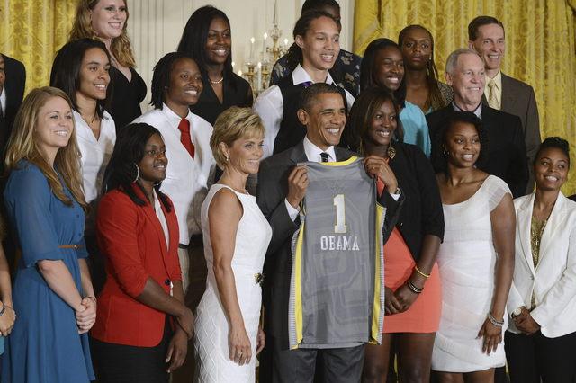 Abrumador apoyo latino a Obama