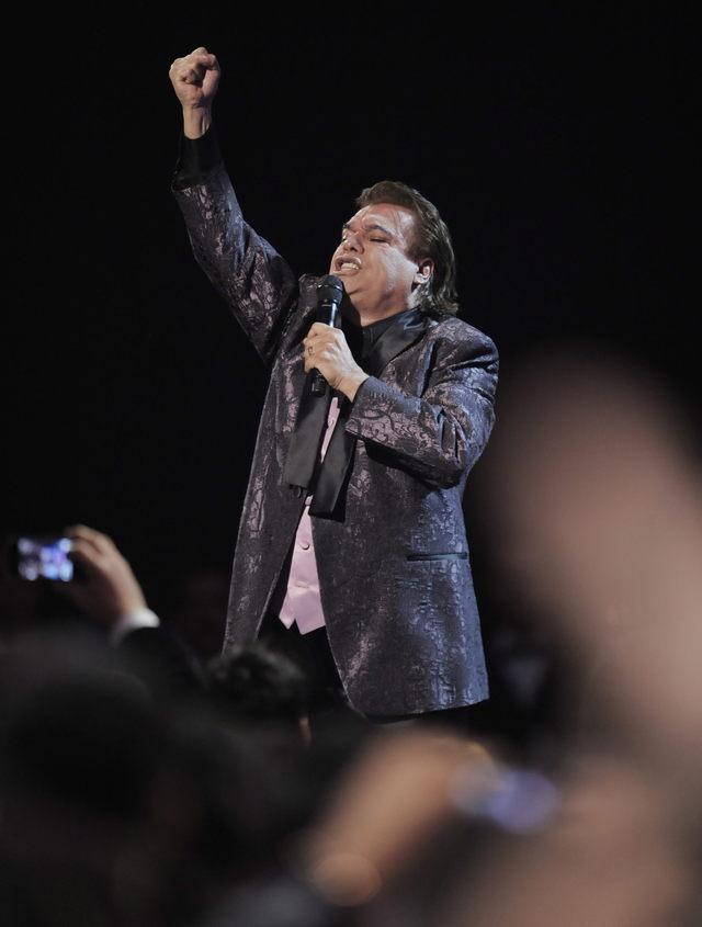 Juan Gabriel se quema el 'coco'