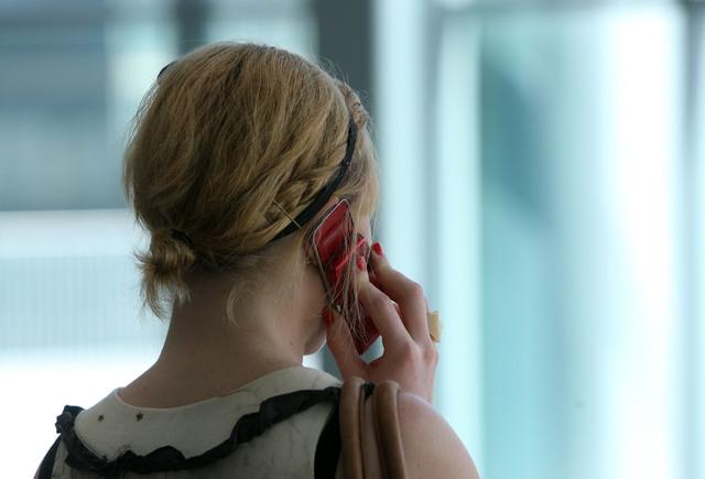 Jóvenes gastan más en los celulares