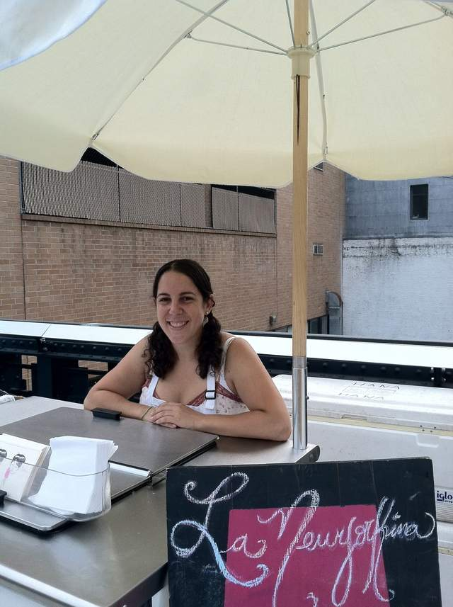 'Newyorkina' vende helados mexicanos como pan caliente en Manhattan