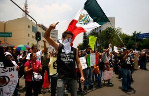 Bloquean centro  de Televisa en México