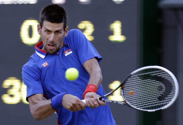 Djokovic sufre mucho para ganar