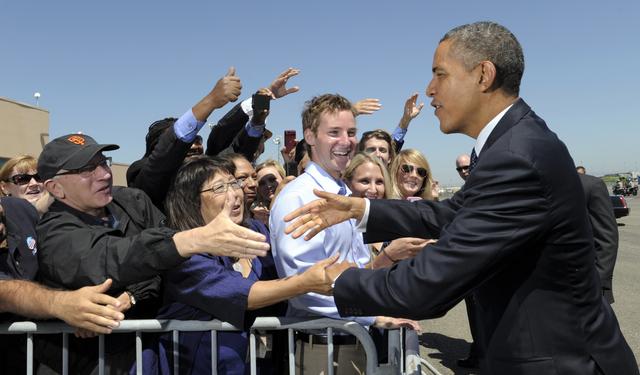 Batalla entre Obama y Romney sigue pareja