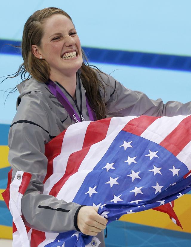 Adolescente saca la cara en natación
