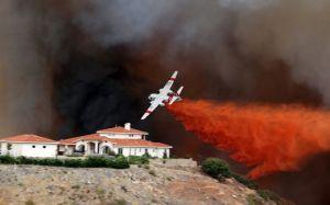 Fuego arrasa   400 acres  de terreno
