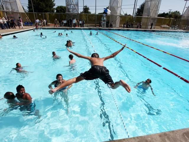 Abrirán 15 de las 53 piscinas públicas de Nueva York, pero sólo al final del verano