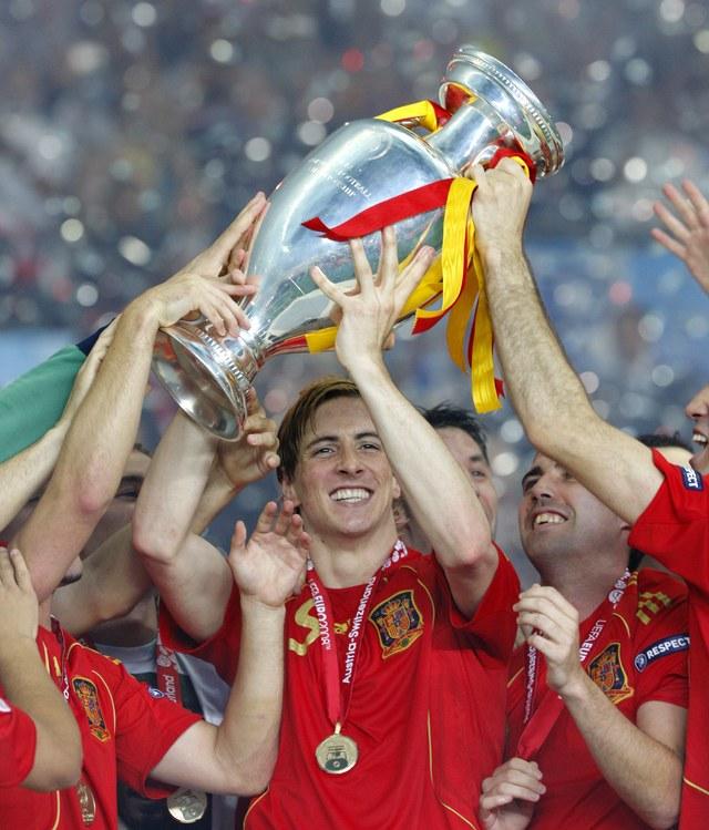 España encabeza lista FIFA