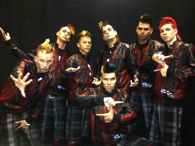 Grupo 787 Crew  con Cirque du Soleil