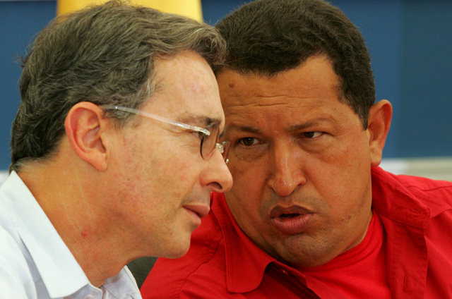 Guerra verbal  Chávez-Uribe