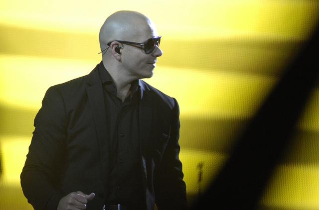 Pitbull producirá nuevo disco de  Angel y Khriz