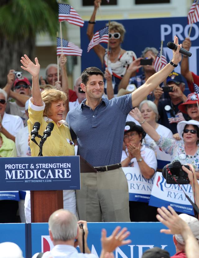 Ryan hace campaña con su madre de 78 años en Florida