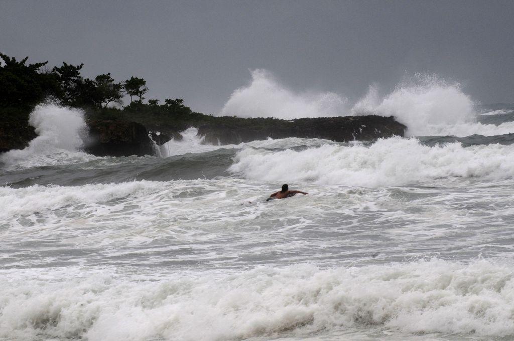 Isaac impacta: Miles de desplazados en Dominicana