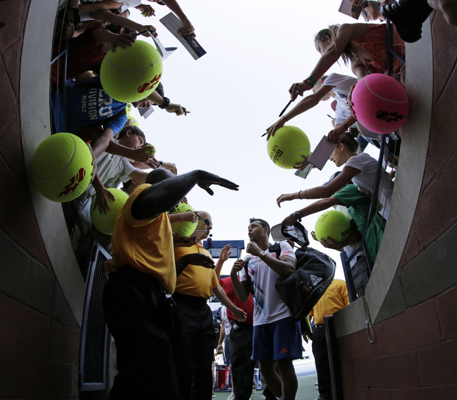 Jo-Wilfried Tsonga   muestra su pegada