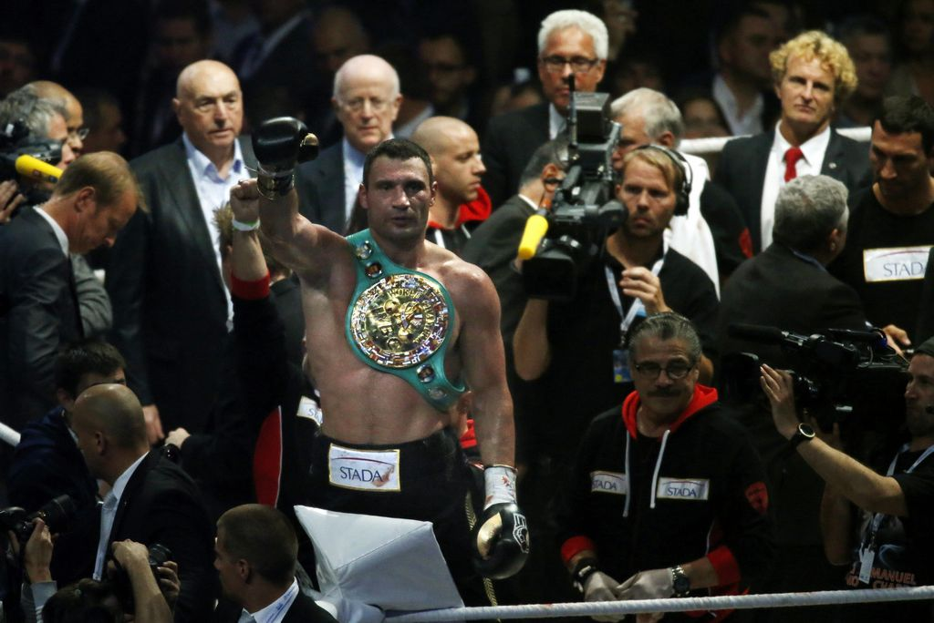 Klitschko retiene su corona de pesados del CMB (fotos)