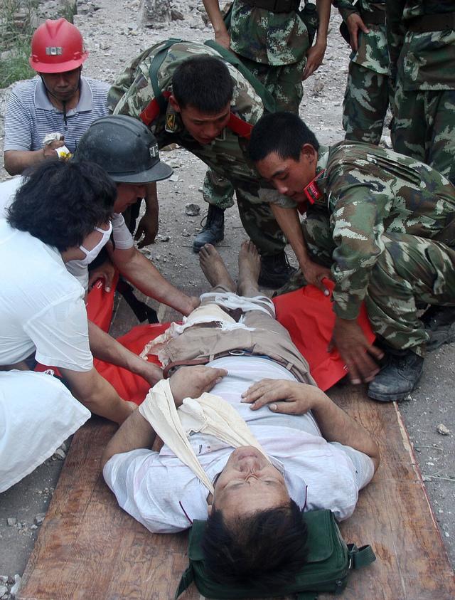 China acelera labores de rescate por sismo