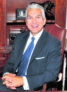 Dueños de   negocios latinos      se reúnen hoy en LA