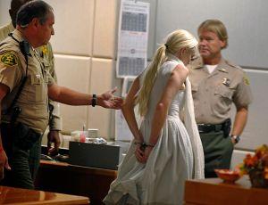 Lohan arrestada por abandonar escena de accidente en NY