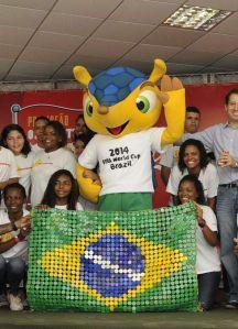 FIFA se niega a cambiar nombre de mascota del Mundial (Fotos)