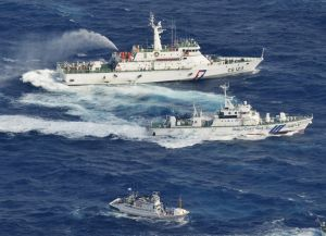 Japón y Taiwán pelean por islas... con agua (Fotos)