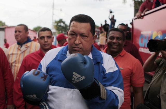 Capriles se acerca a Chávez