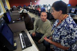 Bajan las solicitudes de ayuda por desempleo en EEUU