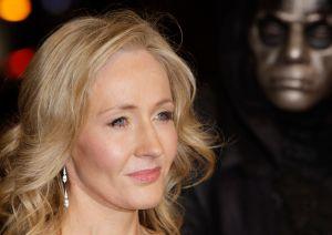 J.K. Rowling cosecha buenas  críticas con libro para adultos (Fotos)