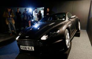Subastan el Aston Martin de James Bond (Fotos)