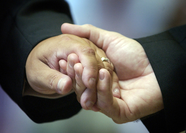 Otorgan alivio migratorio a familias LGBT