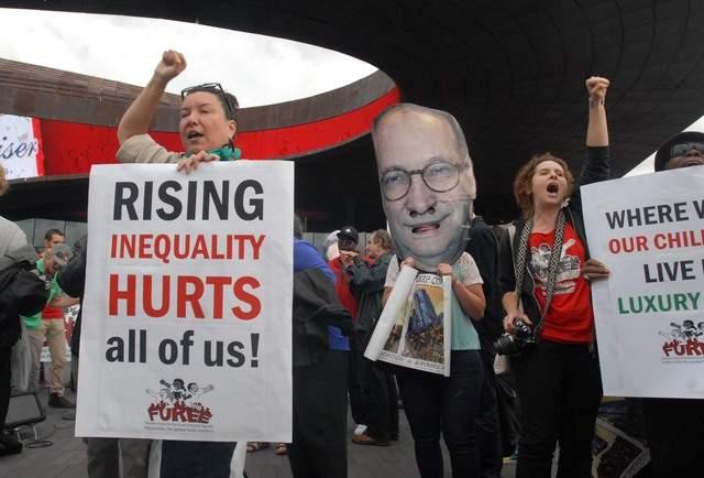 """Aprovechan """"fiesta del Barclays"""" para pedir empleos y viviendas"""