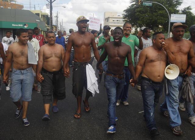 Policía controla disturbios en RD