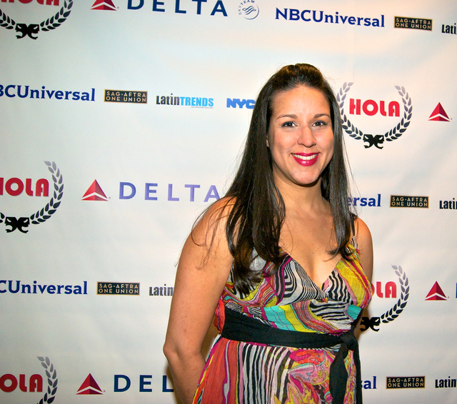 HOLA premia artistas latinos en gala anual