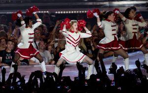 Hija de Madonna la abandona (Video)