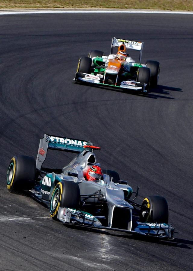 Vettel domina pruebas en Corea