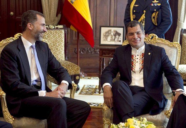 Correa sube bono en Ecuador