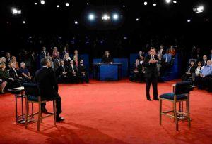 Romney y Obama velan armas para el debate [Video]