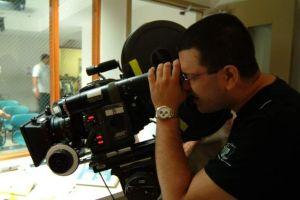Alfredo de Villa produce documental 'Desamparados' para Discovery en Español