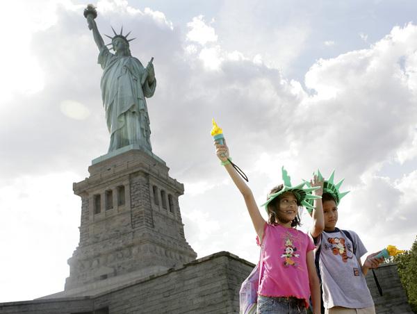 Estatua de la Libertad reabre el domingo su corona (Fotos)