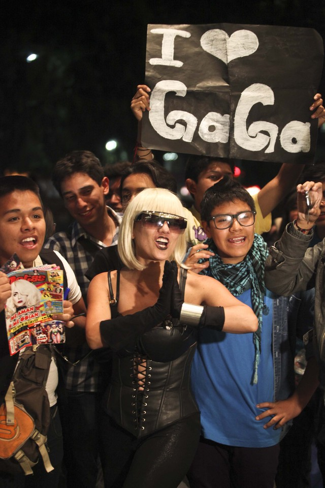 Gaga lleva un mensaje  de paz