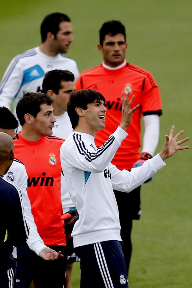 Kaká y Alves contra Colombia en NY