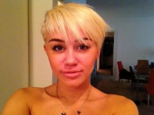 "Miley Cyrus, al aire en ""Two and a half men"""