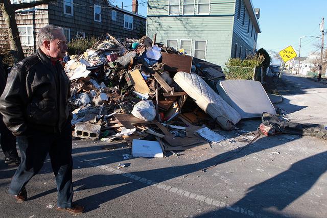 Reciben a Bloomberg con gritos de ira en Queens