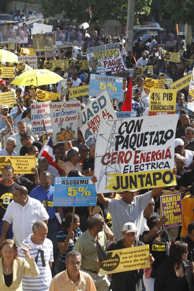 Protesta contra nuevos impuestos en RD